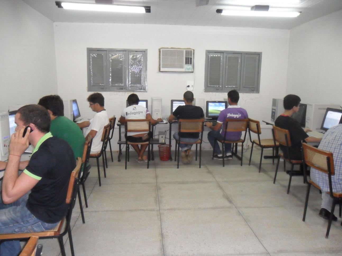 Foto da Sala de informática dos discentes do CAP